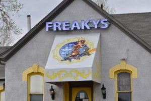 Comm-Awn-Graphics-Freakys